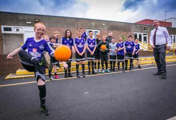 Macklin Motors Glasgow support primary school football team