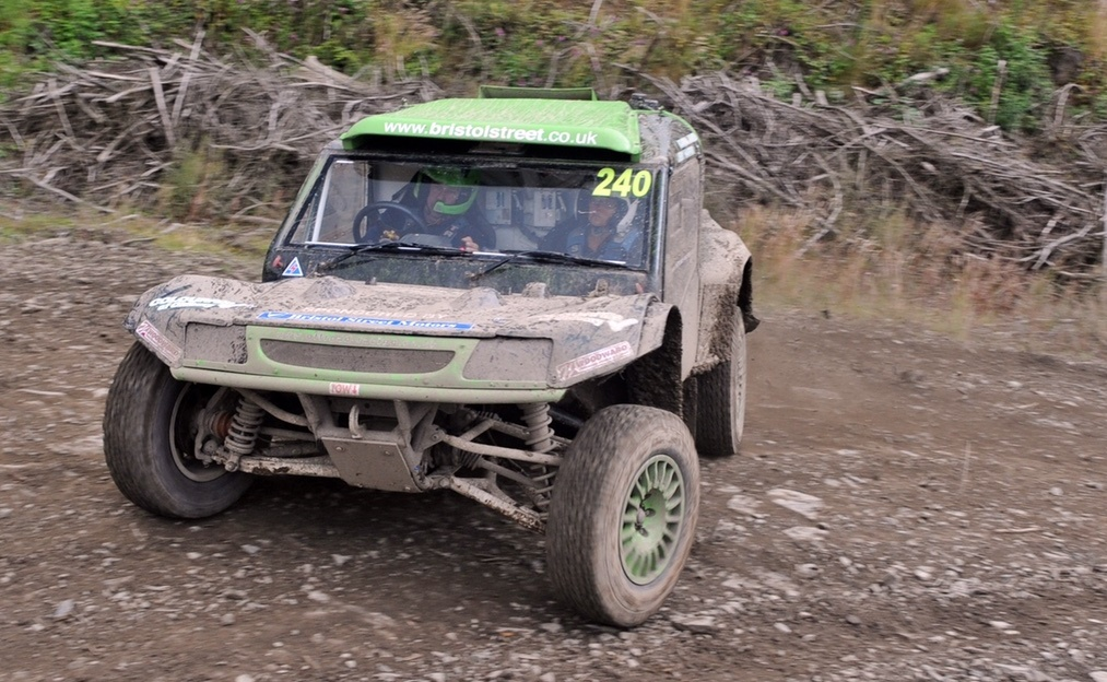 Ford Worcester supports local off-road racing driver