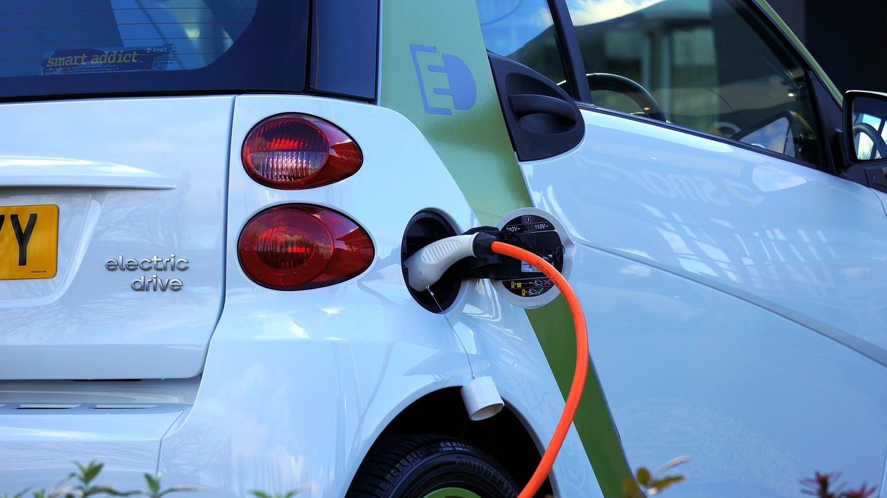Why Toyota EV drivers should switch energy providers regularly