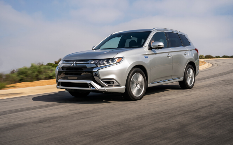 The Outlander PHEV Wins The 2020 Family Green Car Of The Year Award