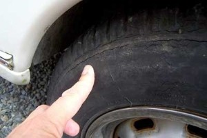 Motorists 'must regularly check tyres'