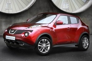 Nissan Juke wows Goodwood with uphill stunt drive