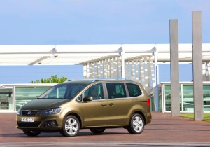 SEAT celebrates Alhambra's What Car? win
