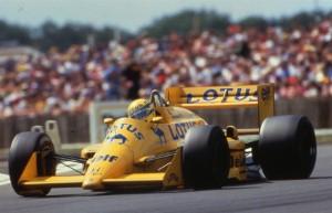 Senna F1 car up for auction