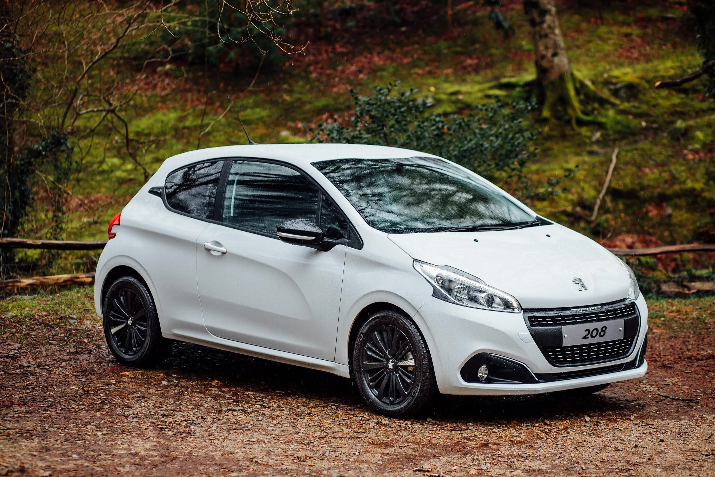 5 facts you need to know about the peugeot 208 black edition bristol street motors. Black Bedroom Furniture Sets. Home Design Ideas
