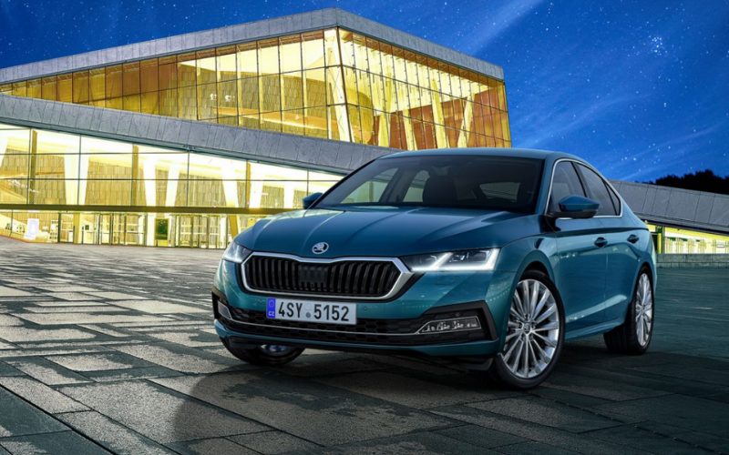 A Double Win for SKODA Octavia at the UK Car of the Year Awards 2021