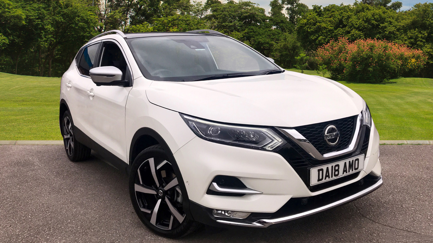used nissan qashqai 1 6 dci pilot one edition 5dr xtronic. Black Bedroom Furniture Sets. Home Design Ideas