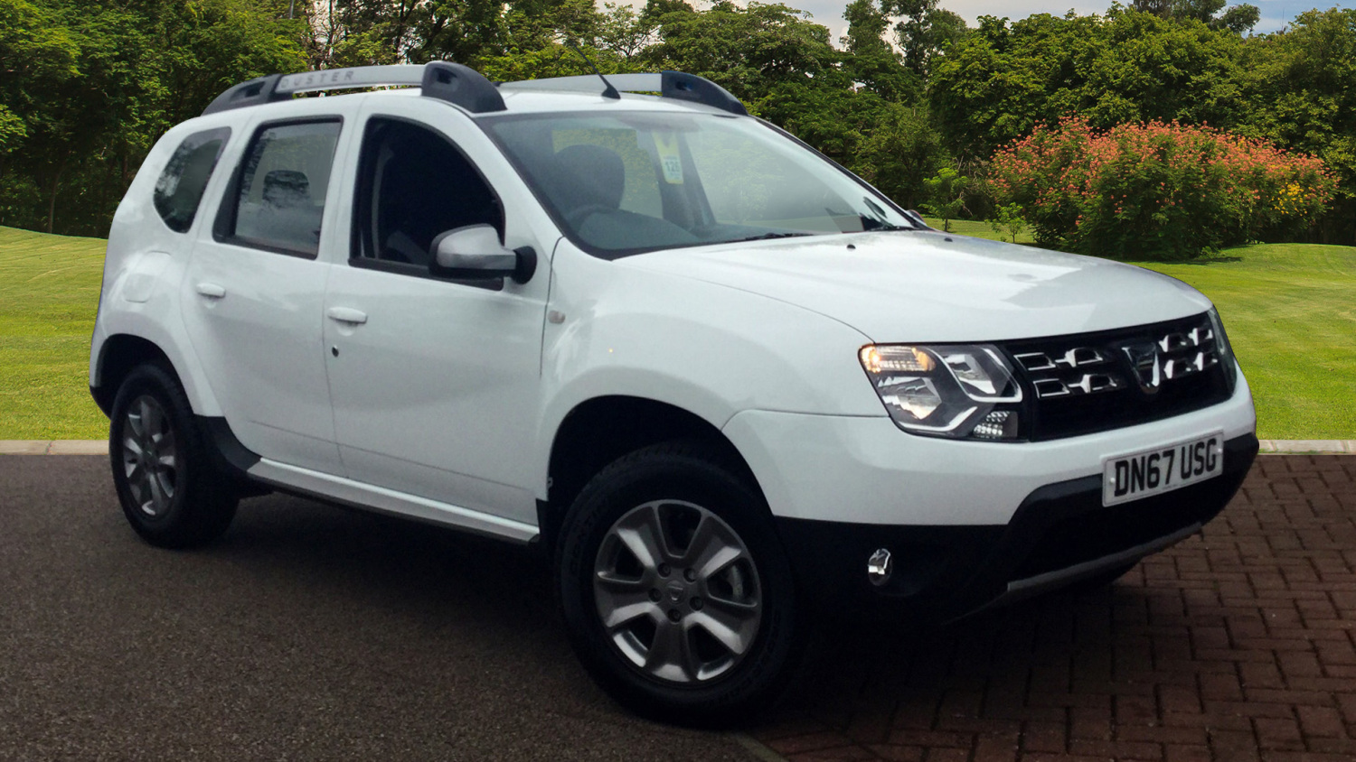 used dacia duster 1 2 tce 125 laureate 5dr petrol estate for sale bristol street motors. Black Bedroom Furniture Sets. Home Design Ideas
