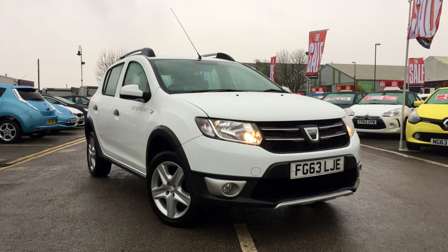 used dacia sandero stepway 1 5 dci laureate 5dr diesel hatchback for sale bristol street motors. Black Bedroom Furniture Sets. Home Design Ideas