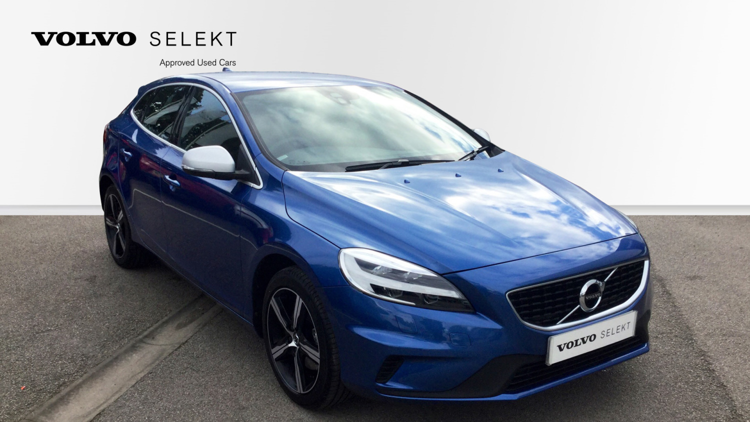 used volvo v40 t3 152 r design nav plus 5dr petrol. Black Bedroom Furniture Sets. Home Design Ideas