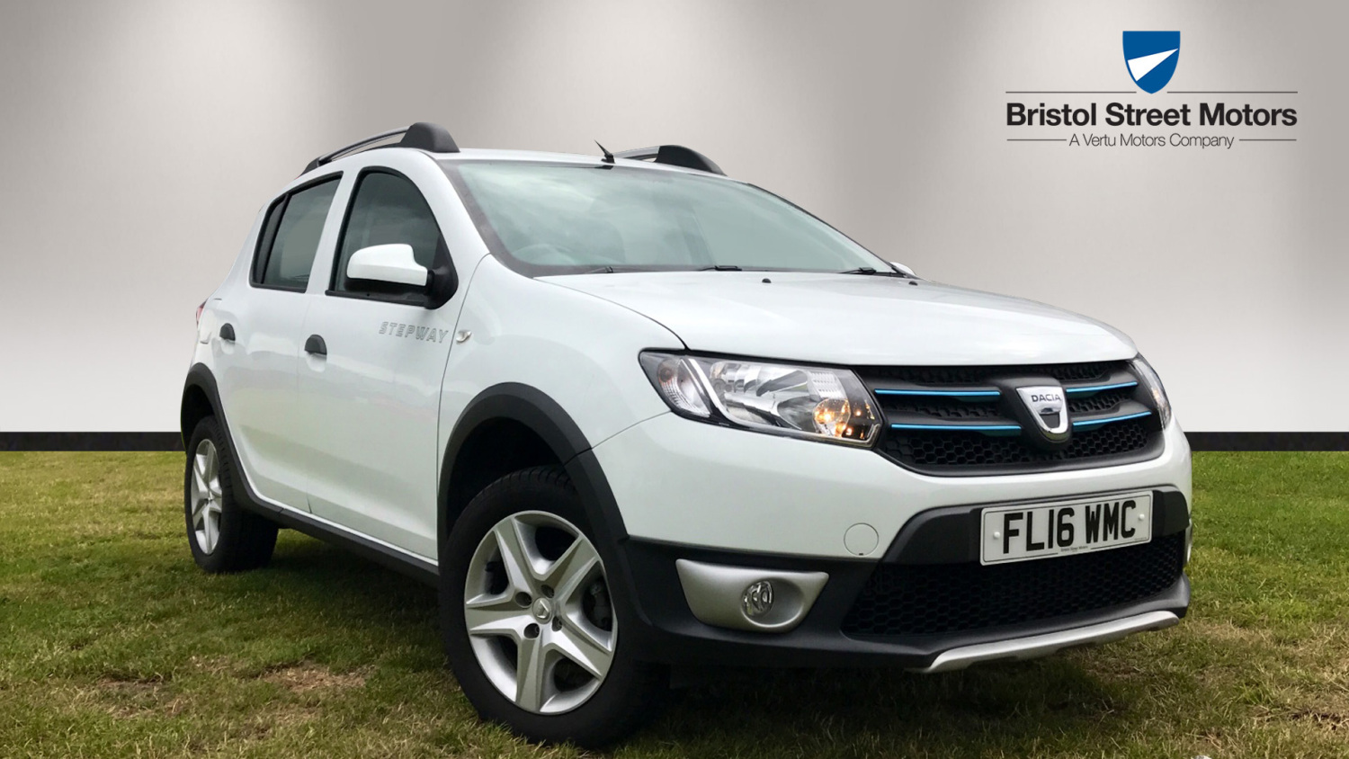 used dacia sandero stepway 0 9 tce laureate 5dr start stop petrol hatchback for sale bristol. Black Bedroom Furniture Sets. Home Design Ideas