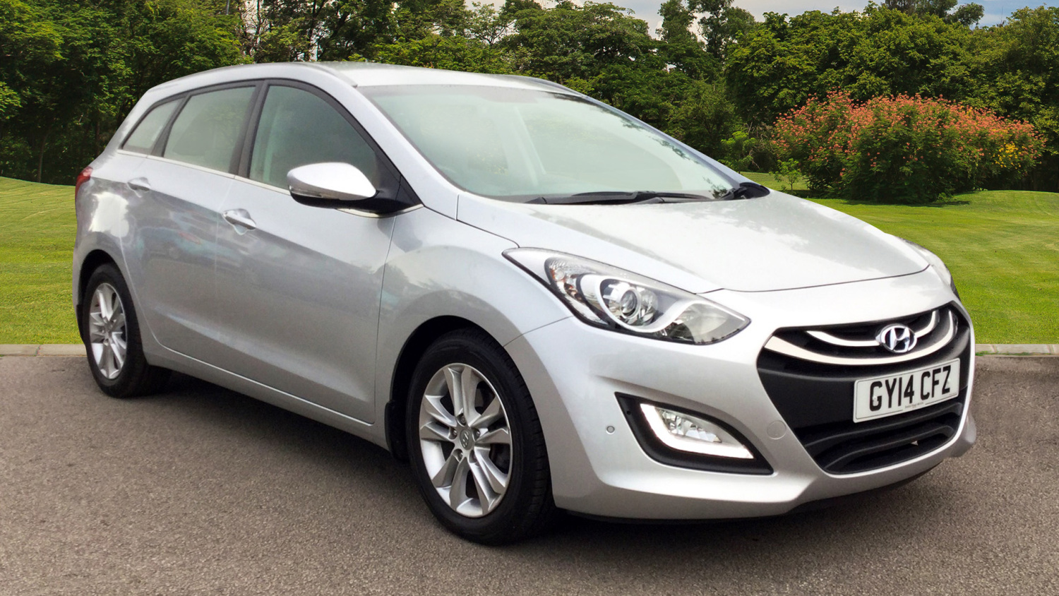 used hyundai i30 1 6 crdi 128 blue drive style nav 5dr diesel estate for sale bristol street. Black Bedroom Furniture Sets. Home Design Ideas