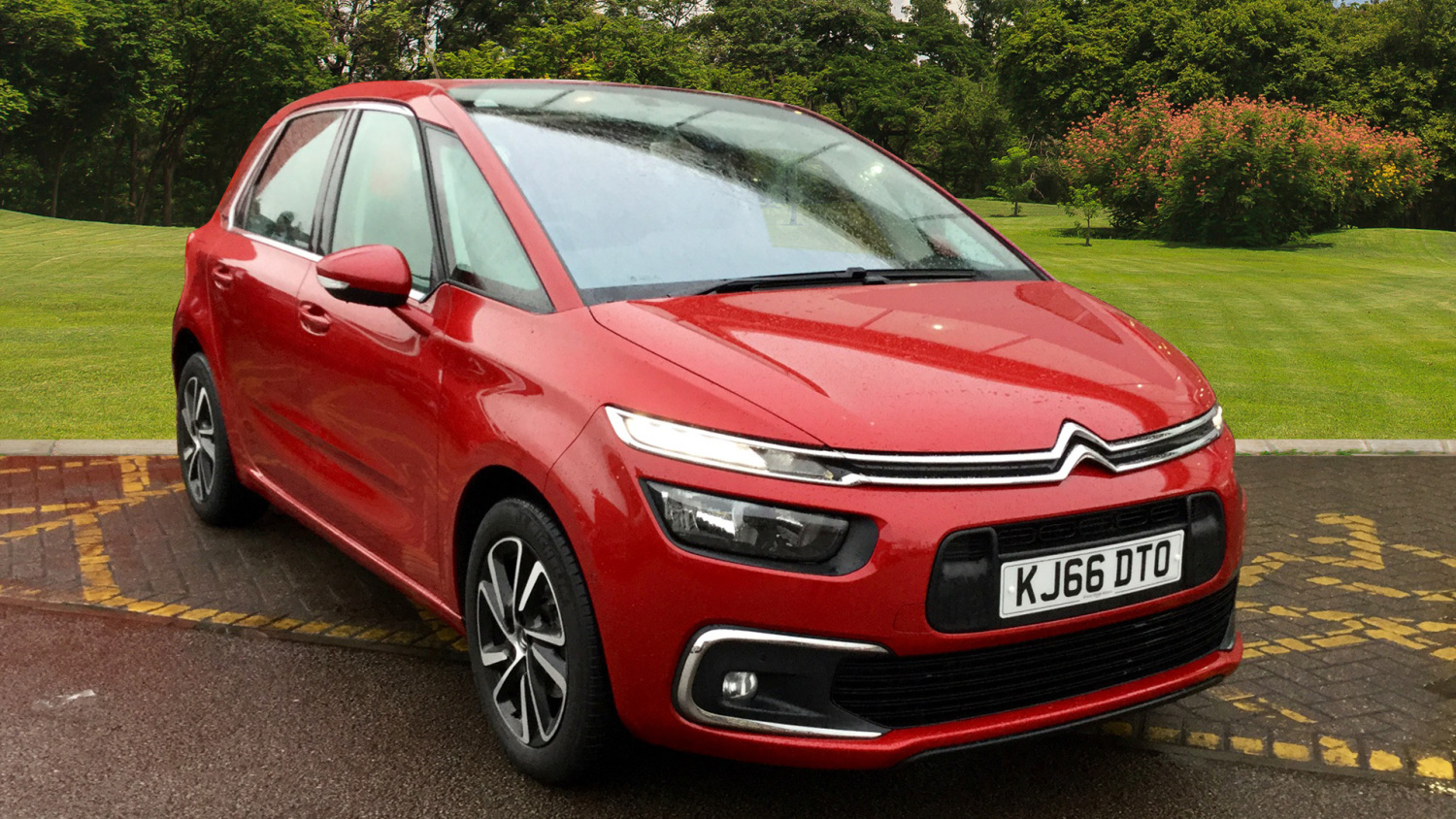 used citroen c4 picasso 1 6 bluehdi feel 5dr eat6 diesel. Black Bedroom Furniture Sets. Home Design Ideas
