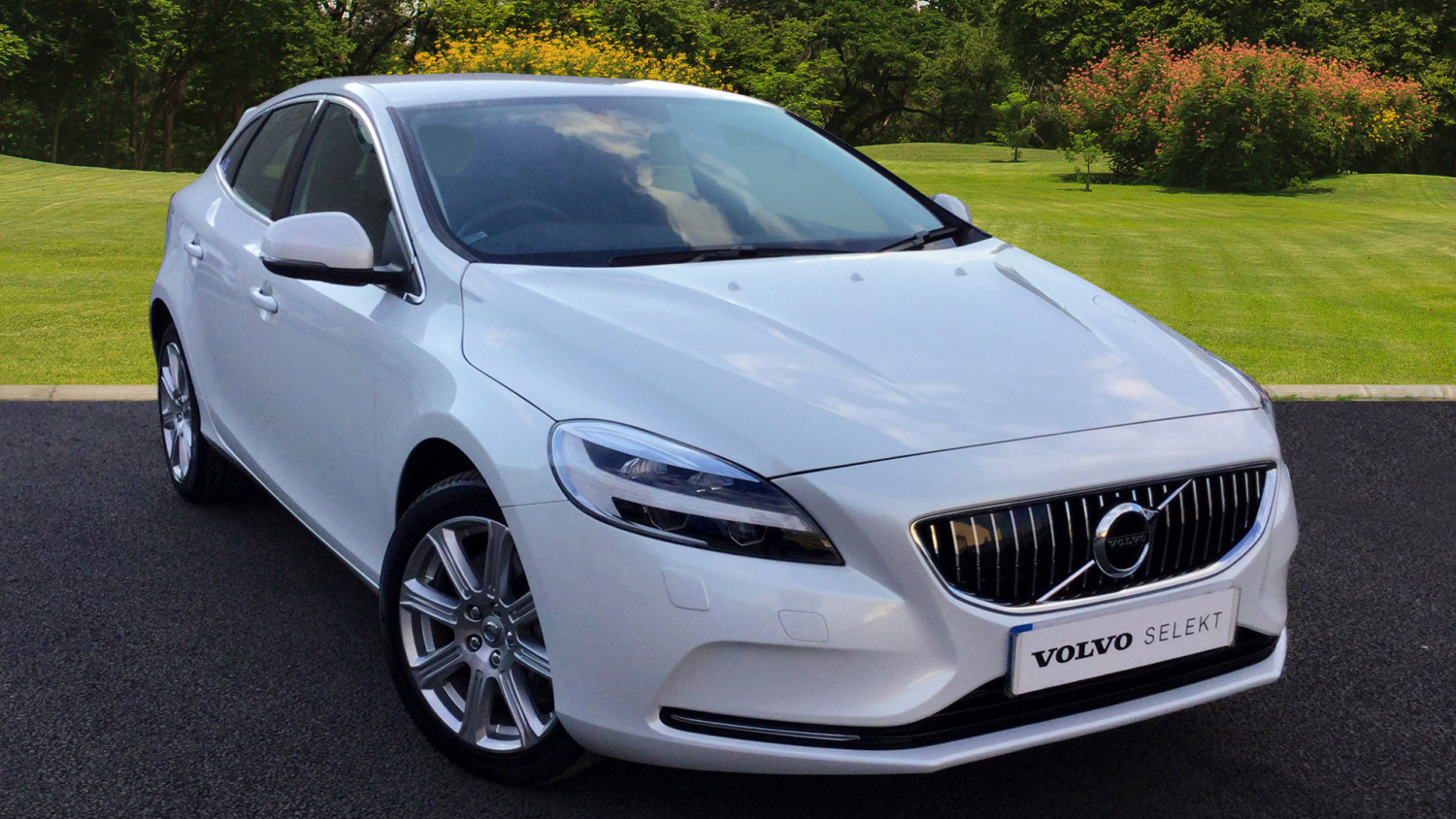 used volvo v40 d4 190 inscription 5dr geartronic diesel hatchback for sale bristol street motors. Black Bedroom Furniture Sets. Home Design Ideas