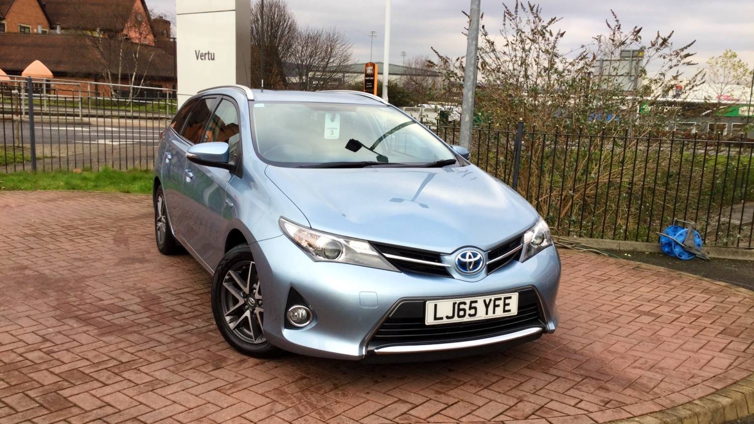 used toyota auris 1 8 vvti hybrid icon 5dr cvt auto hybrid estate for sale bristol street motors. Black Bedroom Furniture Sets. Home Design Ideas