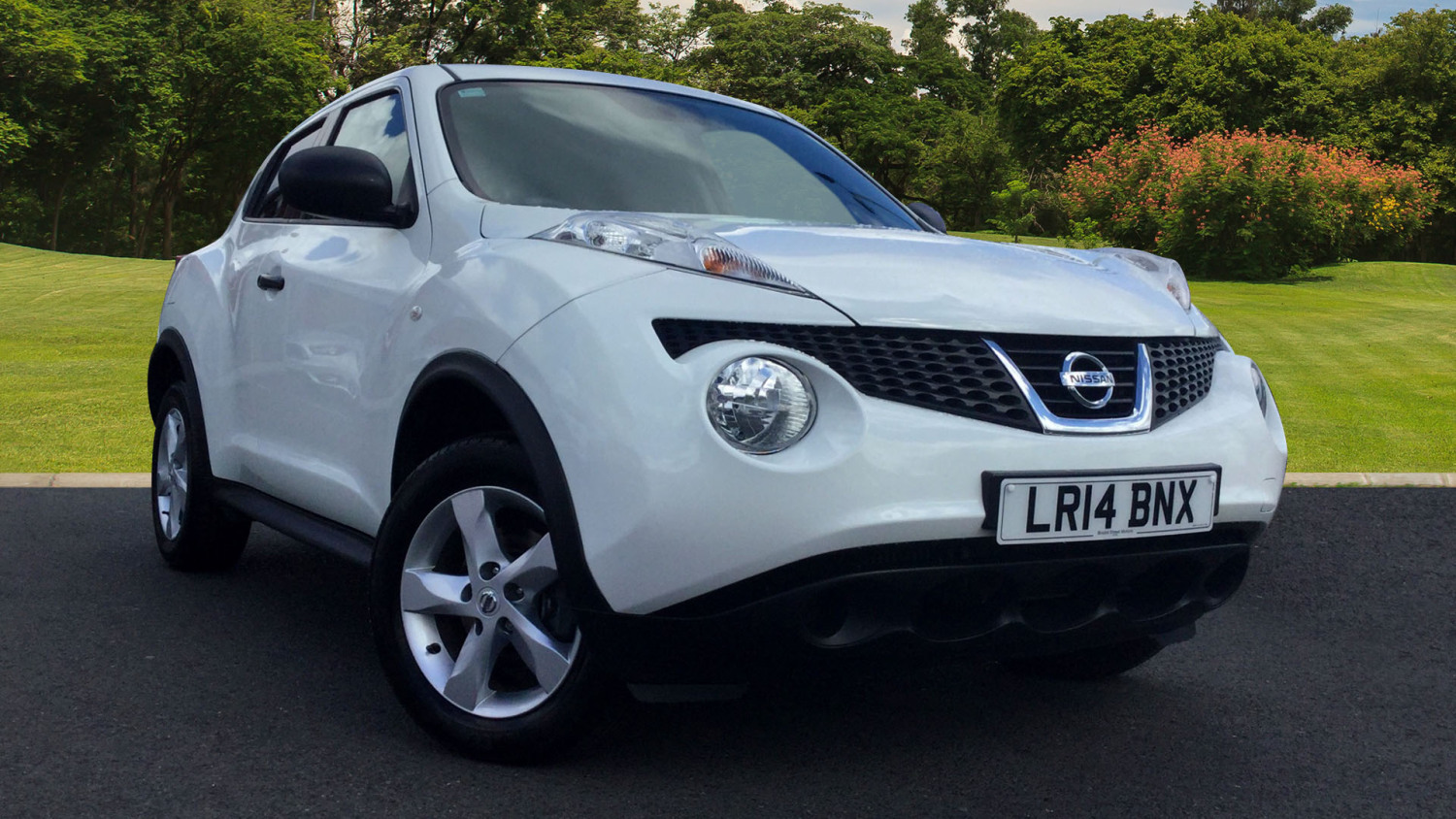 used nissan juke 1 5 dci visia 5dr start stop diesel hatchback for sale bristol street motors. Black Bedroom Furniture Sets. Home Design Ideas