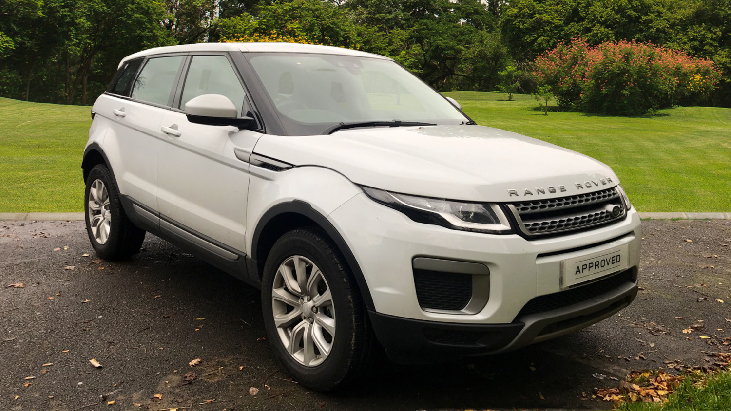 used land rover range rover evoque 2 0 td4 se 5dr auto diesel hatchback for sale bristol. Black Bedroom Furniture Sets. Home Design Ideas