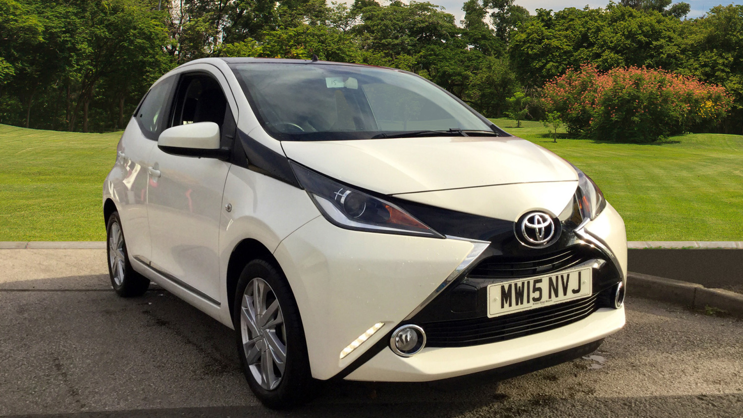 used toyota aygo 1 0 vvt i x pression 5dr petrol hatchback. Black Bedroom Furniture Sets. Home Design Ideas