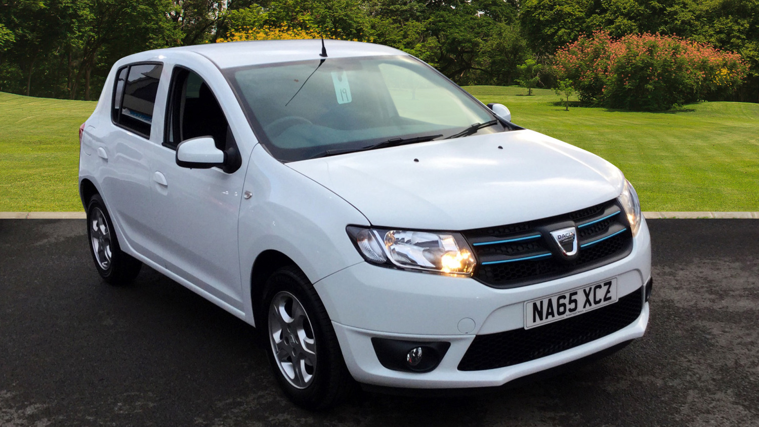 used dacia sandero 0 9 tce laureate 5dr start stop petrol hatchback for sale bristol street. Black Bedroom Furniture Sets. Home Design Ideas
