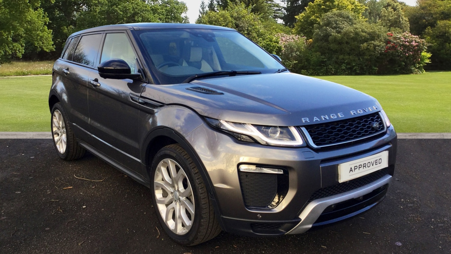 used land rover range rover evoque 2 0 td4 hse dynamic lux. Black Bedroom Furniture Sets. Home Design Ideas