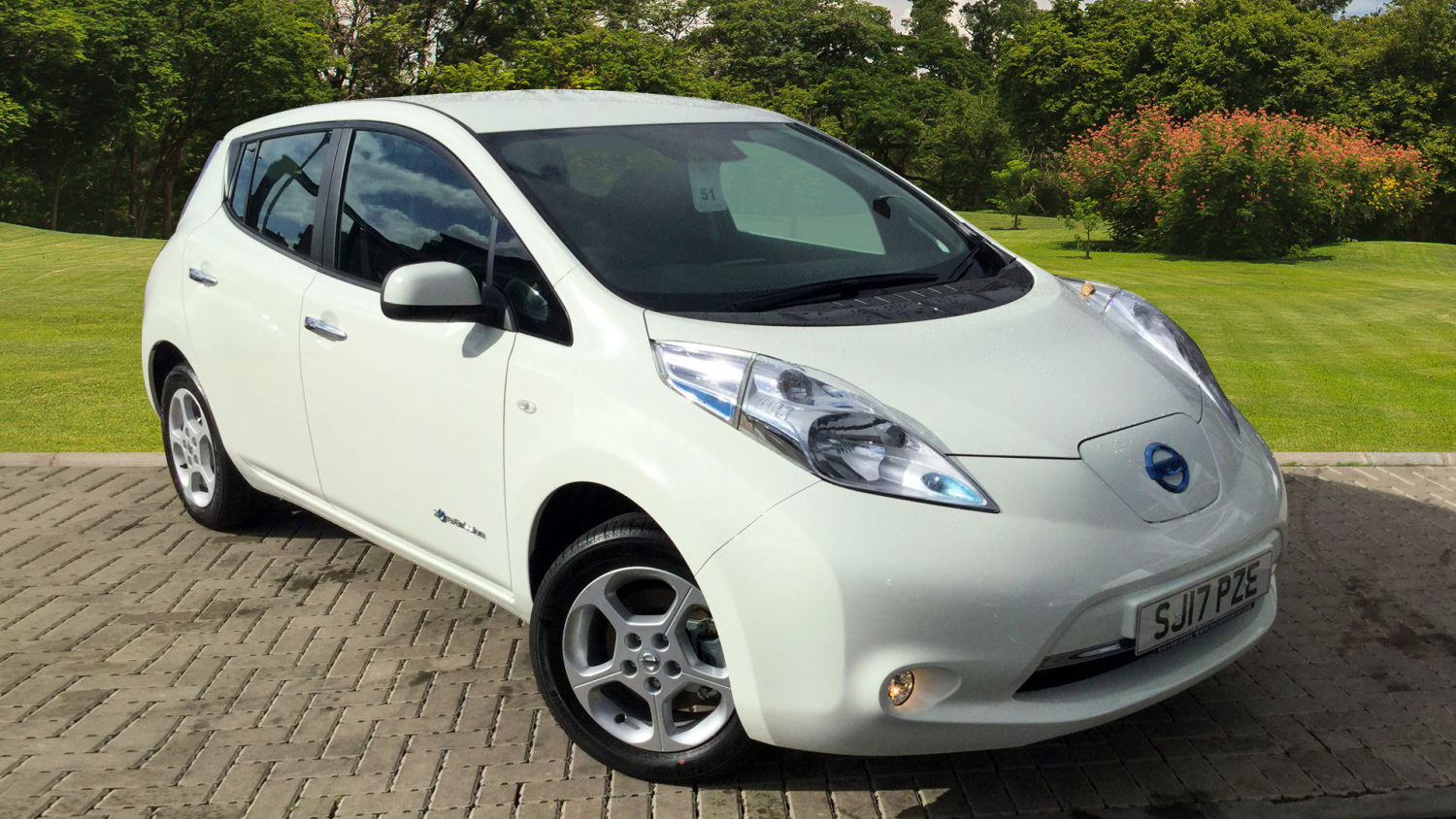 used nissan leaf acenta 30kwh 5dr auto 6 6kw charger. Black Bedroom Furniture Sets. Home Design Ideas