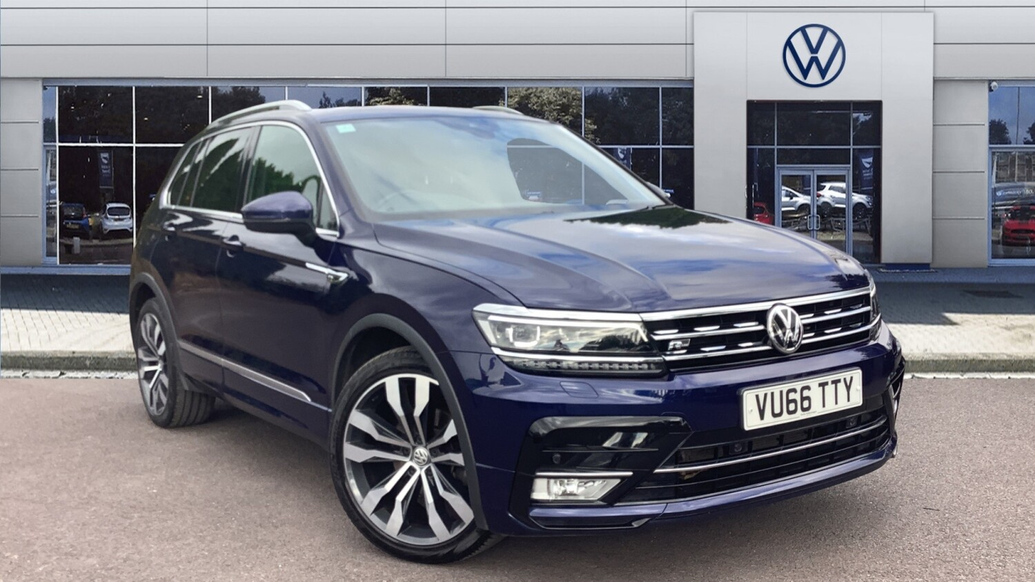 used volkswagen tiguan 2 0 tdi bmt 150 4motion r line 5dr. Black Bedroom Furniture Sets. Home Design Ideas