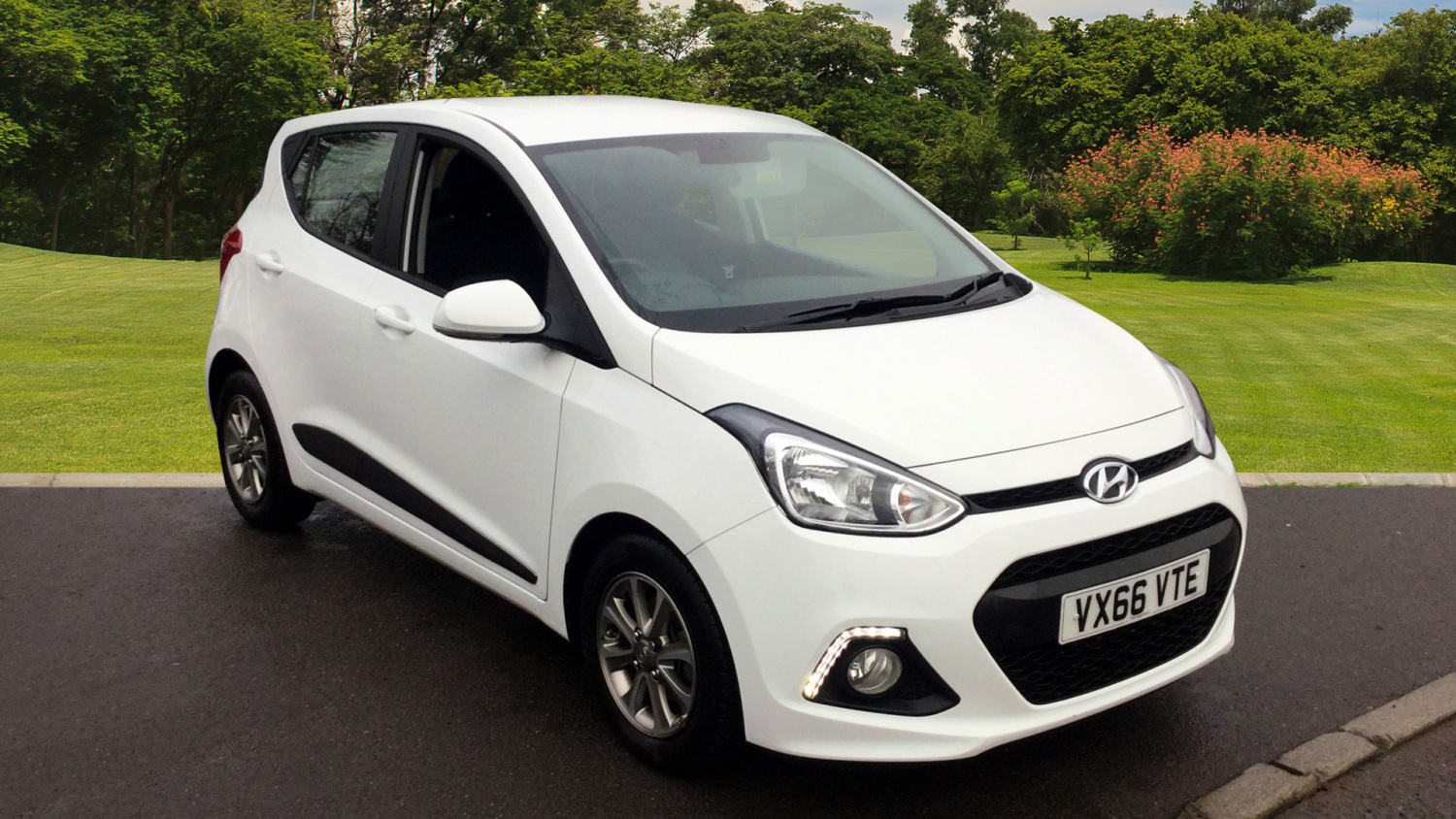 used hyundai i10 1 2 premium 5dr petrol hatchback for sale bristol street motors. Black Bedroom Furniture Sets. Home Design Ideas