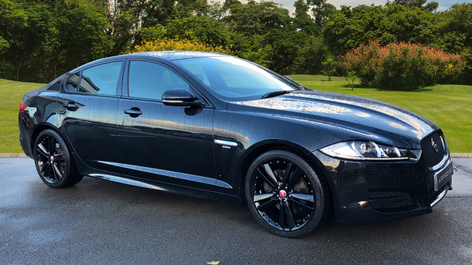 used jaguar xf 2 2d r sport black 4dr auto diesel saloon for sale bristol street motors. Black Bedroom Furniture Sets. Home Design Ideas
