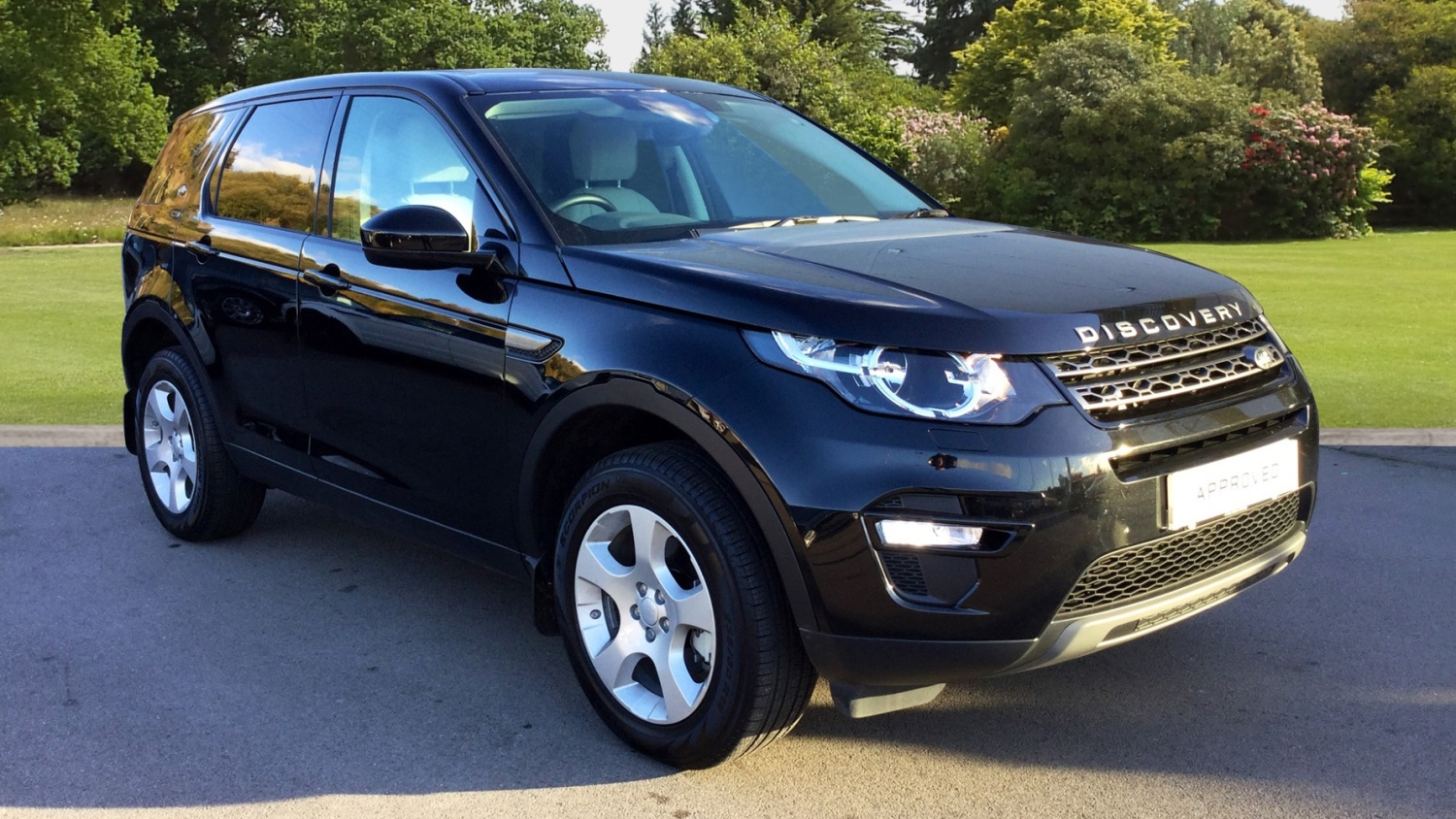 used land rover discovery sport 2 0 td4 se 5dr 5 seat diesel station wagon for sale bristol. Black Bedroom Furniture Sets. Home Design Ideas