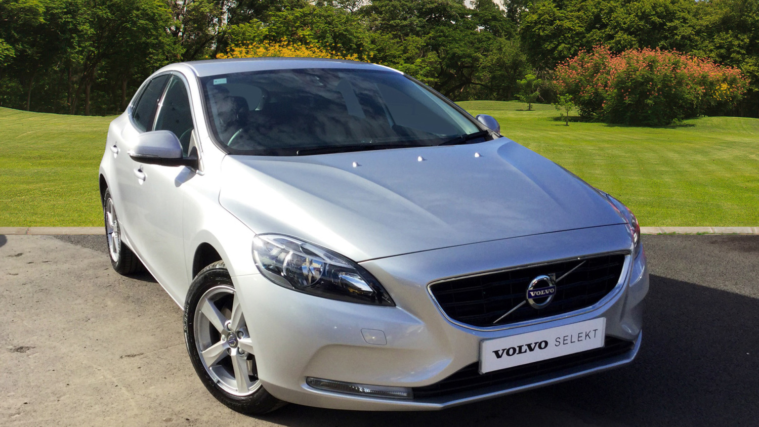 used volvo v40 t3 152 se nav 5dr geartronic petrol. Black Bedroom Furniture Sets. Home Design Ideas