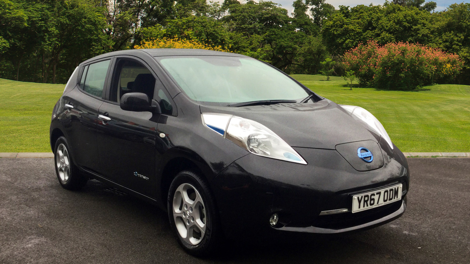 used nissan leaf acenta 30kwh 5dr auto electric hatchback. Black Bedroom Furniture Sets. Home Design Ideas