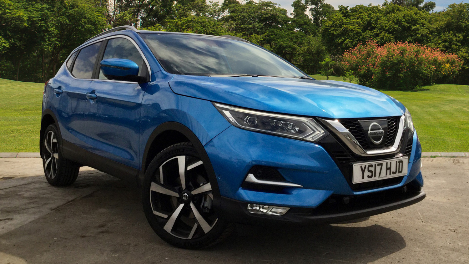 used nissan qashqai 1 2 dig t tekna glass roof pack 5dr petrol hatchback for sale bristol. Black Bedroom Furniture Sets. Home Design Ideas