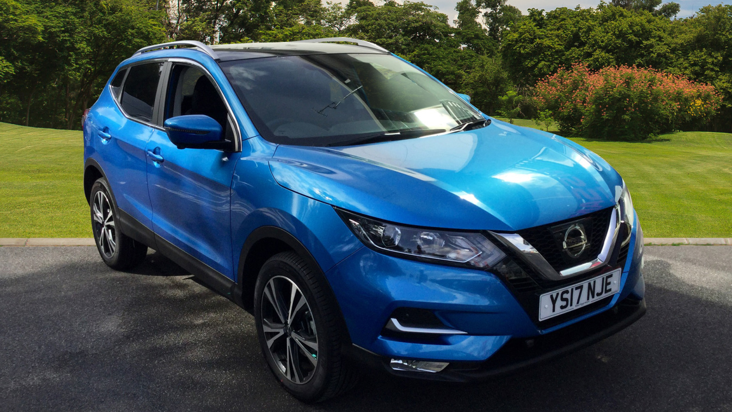 used nissan qashqai 1 2 dig t n connecta glass roof pack 5dr petrol hatchback for sale. Black Bedroom Furniture Sets. Home Design Ideas