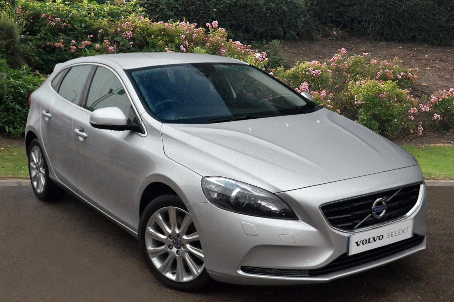 used volvo v40 d3 se lux nav 5dr diesel hatchback for sale. Black Bedroom Furniture Sets. Home Design Ideas