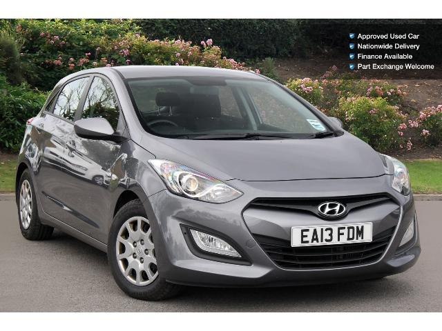 used hyundai i30 1 6 crdi blue drive classic 5dr diesel hatchback for sale bristol street motors. Black Bedroom Furniture Sets. Home Design Ideas