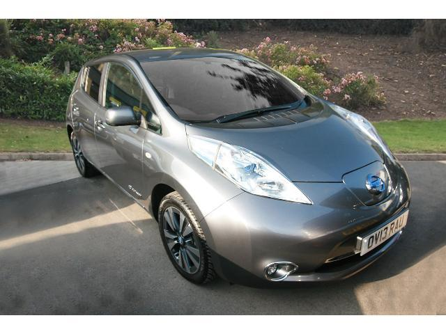 used nissan leaf tekna flex 5dr auto 6 6kw charger electric hatchback for sale bristol. Black Bedroom Furniture Sets. Home Design Ideas