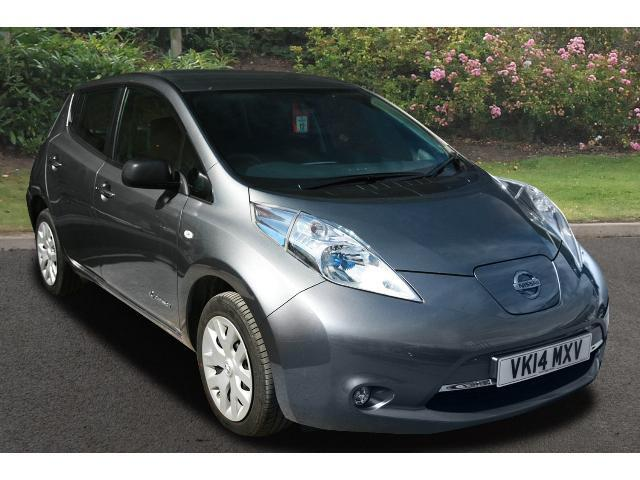 book a used nissan leaf visia 5dr auto electric hatchback test drive bristol street motors. Black Bedroom Furniture Sets. Home Design Ideas